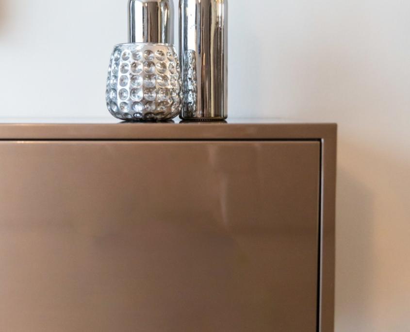 Accessoires: zilveren vazen