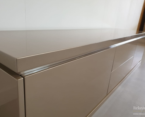 hoogglans-dressoir-luxe-taupe