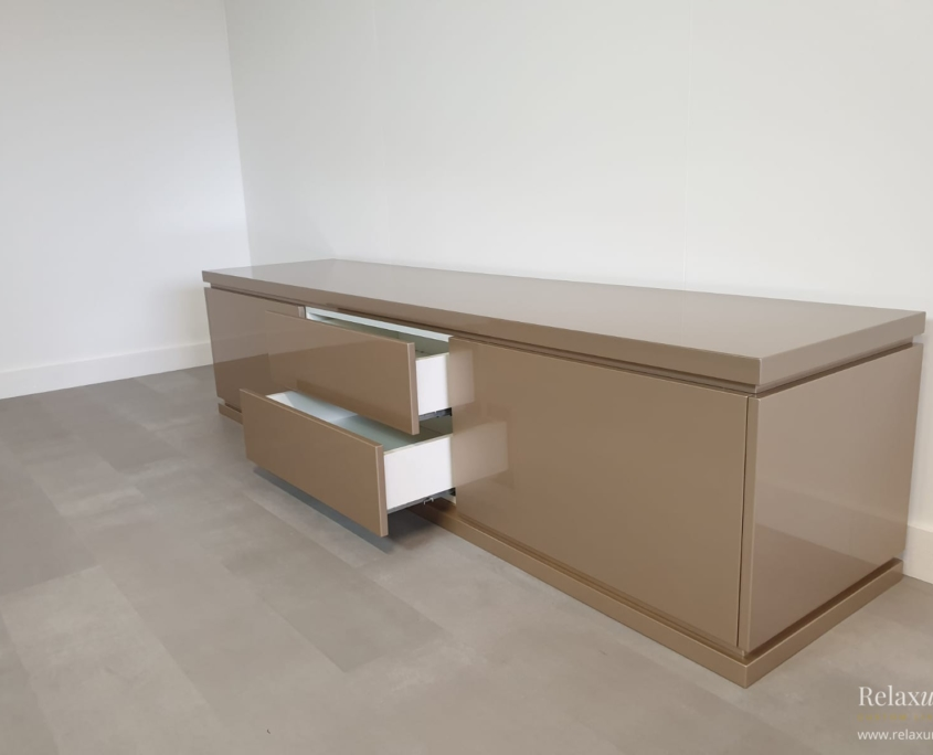 hoogglans-dressoir-luxe-taupe-lades