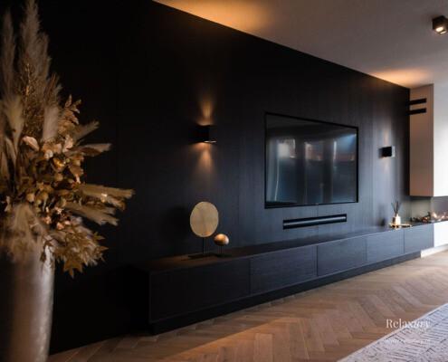 Zwarte cinewall met soundbar Zevenhuizen Relaxury